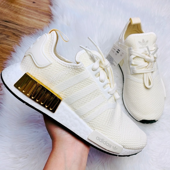 nmd r1 shoes off white